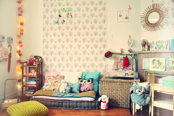 la chambre bébé de sasha | papier peint arbre, arbres roses et