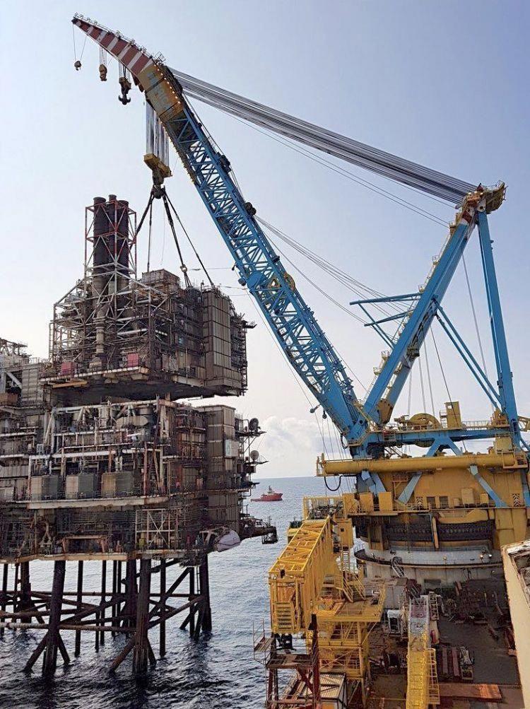 PHOTO Taking apart BP's Miller platform in North Sea