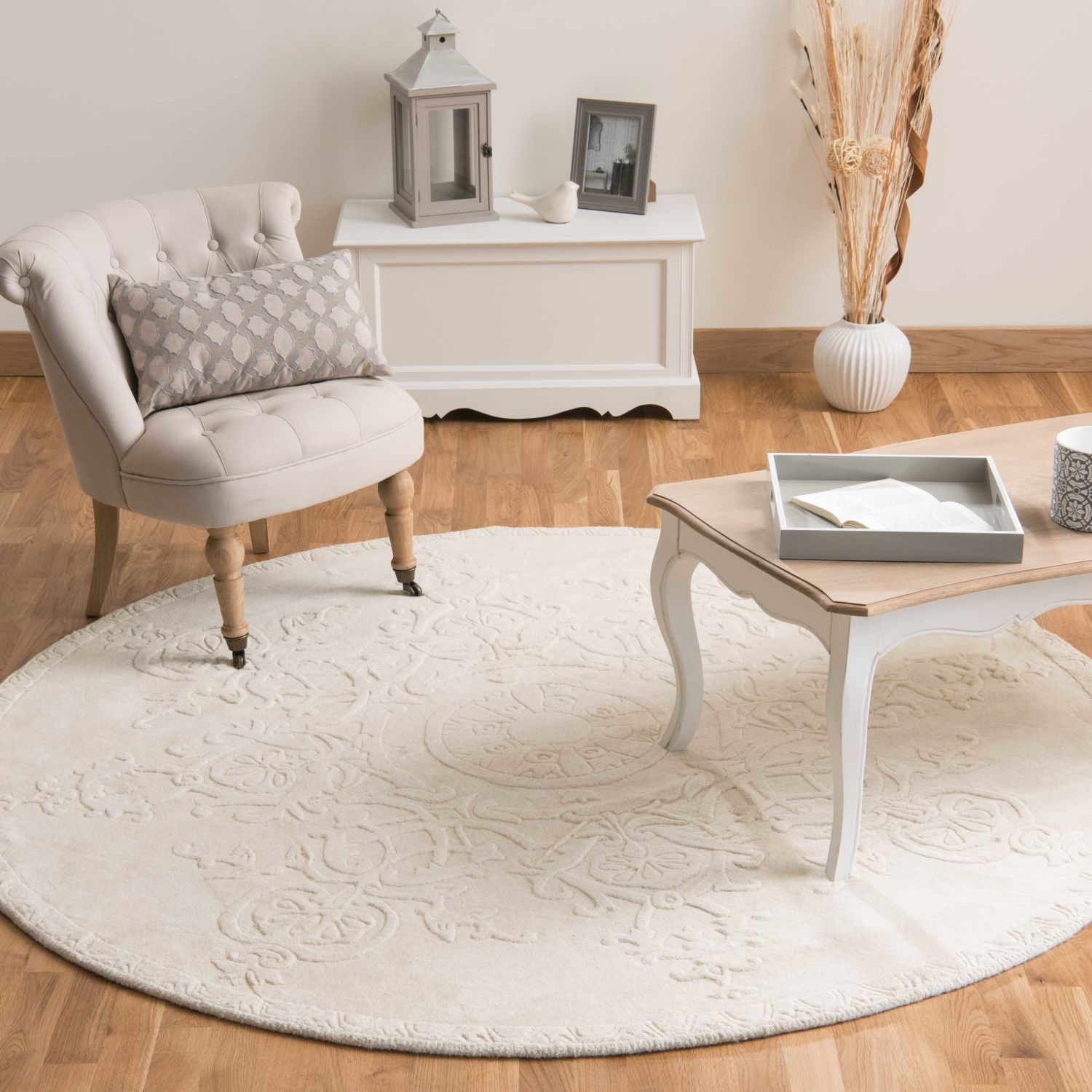 Home furnishings Round rugs, Furniture, Room