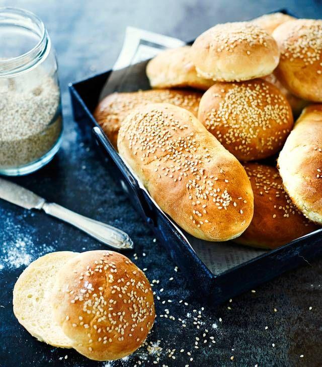 Burger & Hot Dog Buns. Hampurilais- ja hodarisämpylät. Food & Style Kati Pohja, Photo Riikka Kantinkoski.  Kotivinkki 10/2014