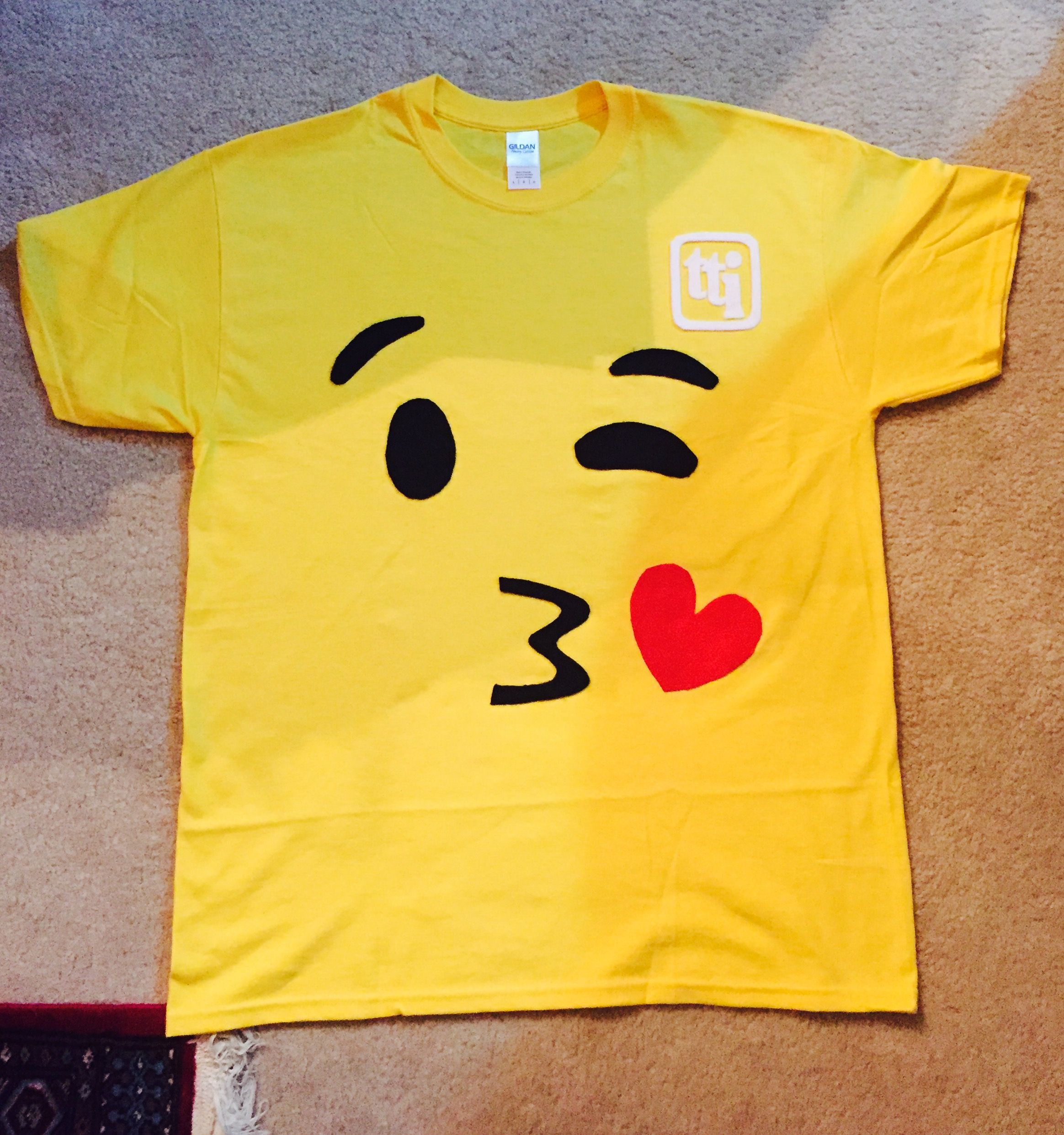 diy no sew emoji shirt mindmap pinterest emoji emoji kost m und geburtstag. Black Bedroom Furniture Sets. Home Design Ideas