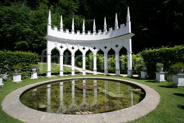 Rococo garden. Painswick in the Cotswolds. | English ...