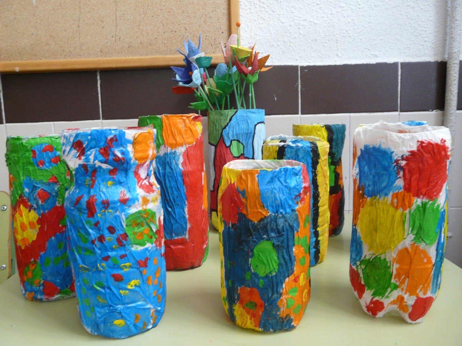 jarrones decorados en el taller de plstica hemos pintado botellas de agua primero las - Jarrones Decorados