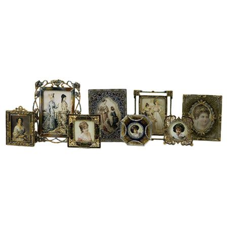 Eight vintage-inspired picture frames. Product: 8 Piece frame ...