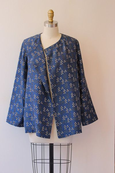 THIS SHORT, SLIGHTLY SWINGY JACKET IS PERFECT FOR AN EXTRA BIT OF WARMTH WHEN THE DAYS ARE COOL. ITS RELAXED FIT MAKES WHATEVER YOU PAIR WITH IT LOOK COOL A...