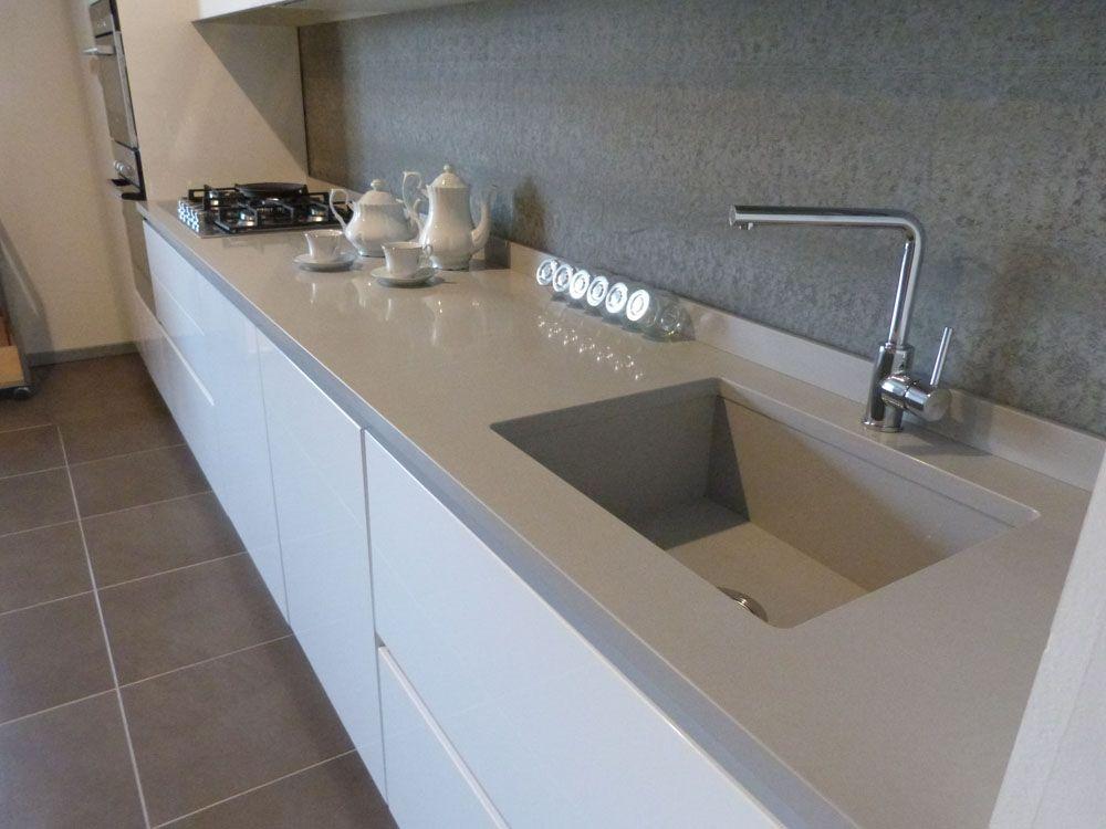 Mk cucine symply in polimerico lucido bianco con lavello piano cucina in okite 1000 750 - Piano cucina in granito ...