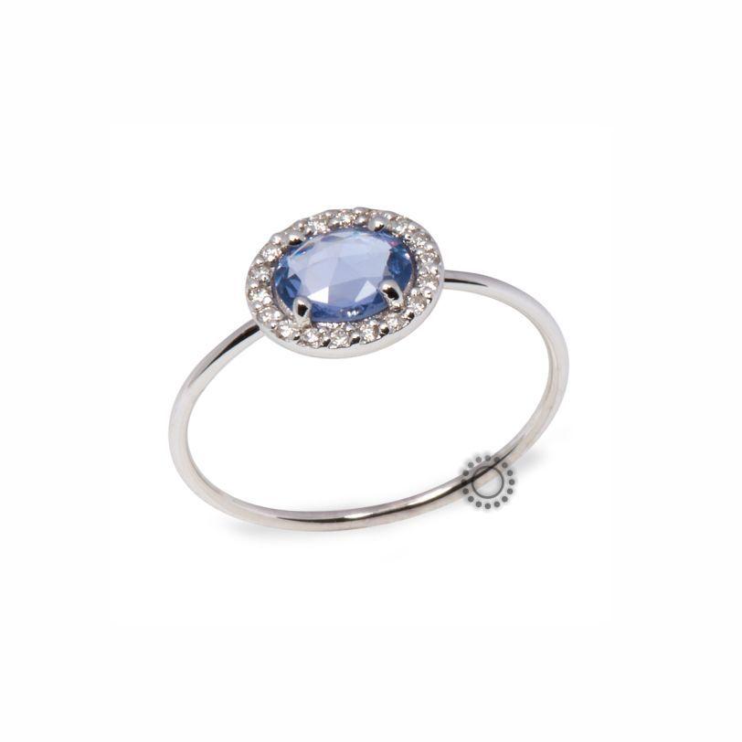 Μονόπετρο δαχτυλίδι από λευκόχρυσο Κ18 με μπλε ζαφείρι   μικρά διαμάντια  f41deffe39d