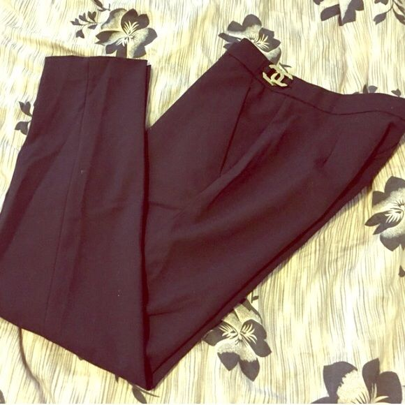 """H&M black ankle pants H&M black ankle pants. Reposh. Awesome pants for work or out! 25"""" inseam H&M Pants Ankle & Cropped"""