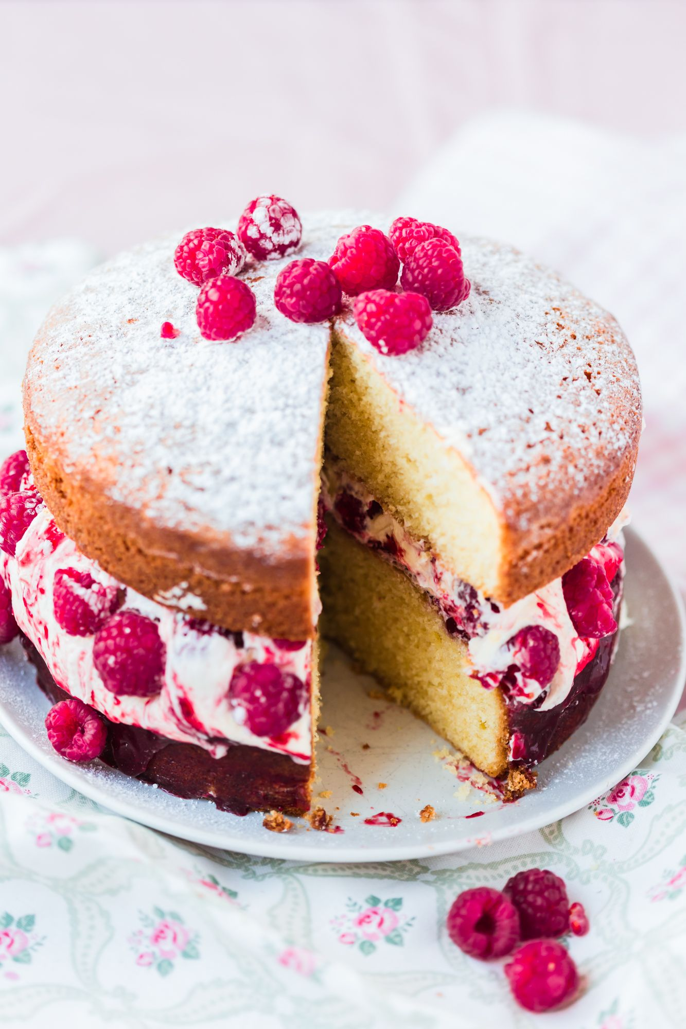 how to stack victoria sponge wedding cake thermomix raspberry sponge sponge cake 16176