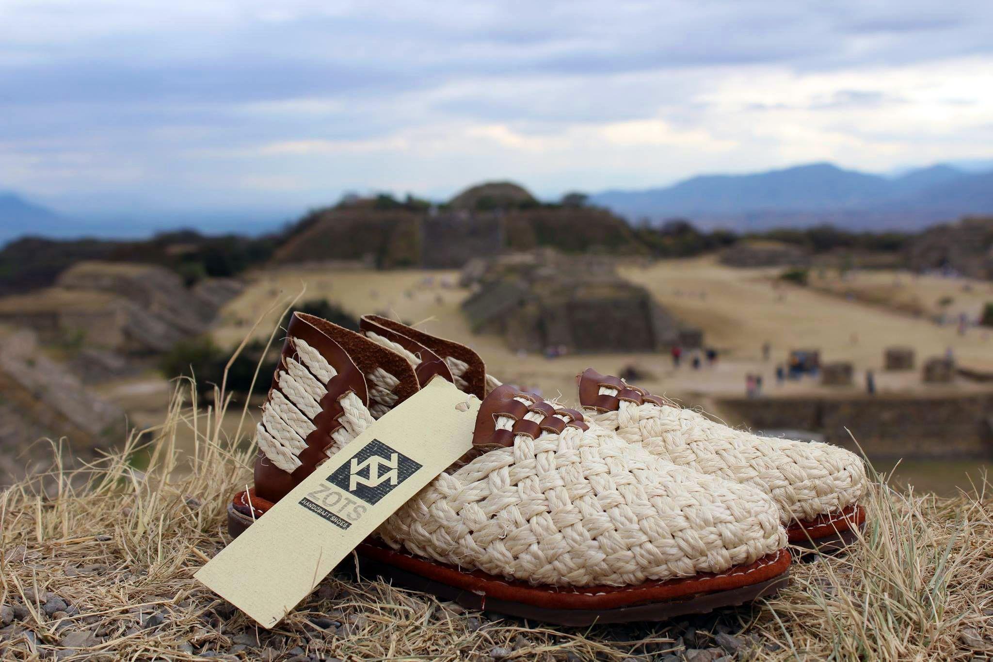Habías visto un zapato así? #biker  #diseñadoresmexicanos #arteydiseñomexicano #streefashion #urbanstyle #handmade #hechoenméxico #artesanal #trend #fashion #shoes #zapatos #hechoEnMéxico #CalzadoArtesanal #mexicanart #Huaraches #bolsaartesanal #hechoporartesanos