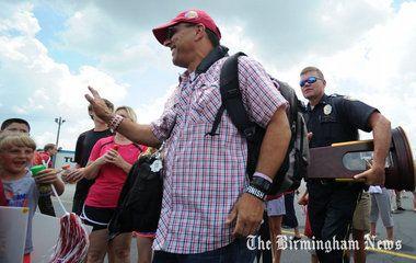 National champion Alabama softball team returns to Tuscaloosa (photos, video)