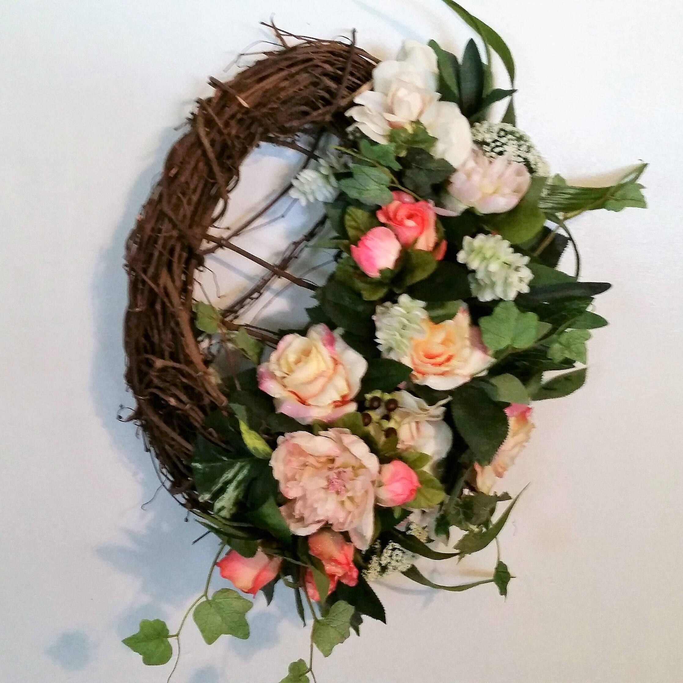 Oval Grapevine Wreath Basket Wall