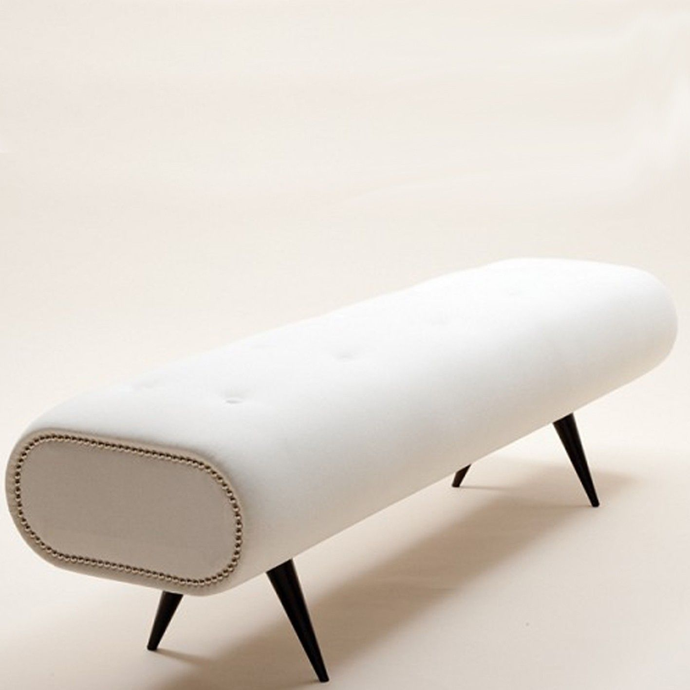 Portrayal of End-of-Bed-Bench: Decorative Bed-Foot-Space Filler