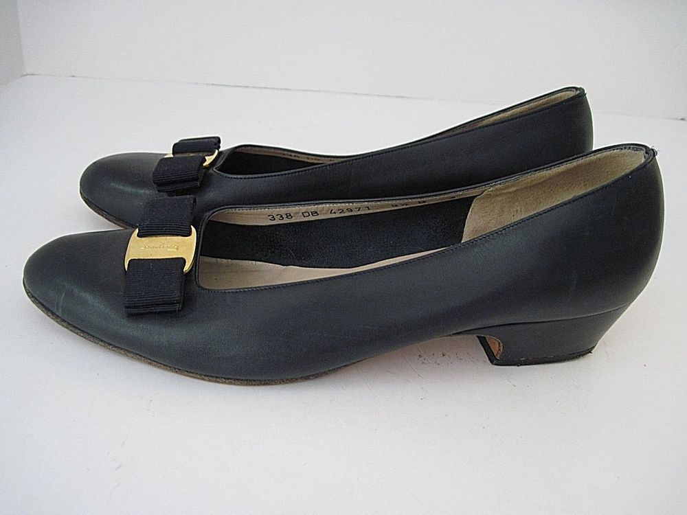 e24ad1968cb9 Women s Salvatore Ferragamo Vara Low Heel Pumps Navy Leather Size 9 1 2 B   SALVATOREFERRAGAMO  Pumps
