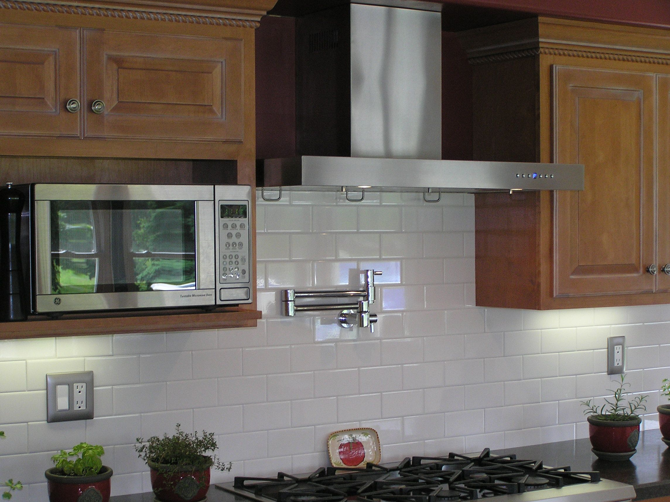 Beautiful White Kitchen with a marble backsplash featuring the #2: e196c89b34f12f1e5d31fc80c4d6dc41