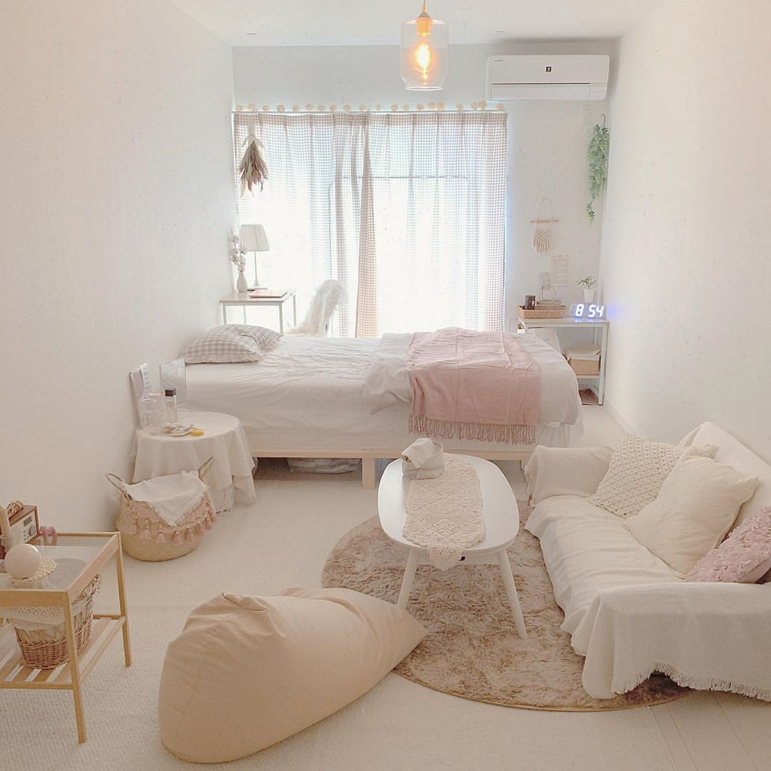 Suteki Space 帰りたくなる部屋作り S Instagram Profile Post ホワイトでまとめられた 統一感のあるお部屋 淡いピンクが お部屋の差し色になっていて かわいい Photo By 部屋 一人暮らし部屋レイアウト インテリアデザイン
