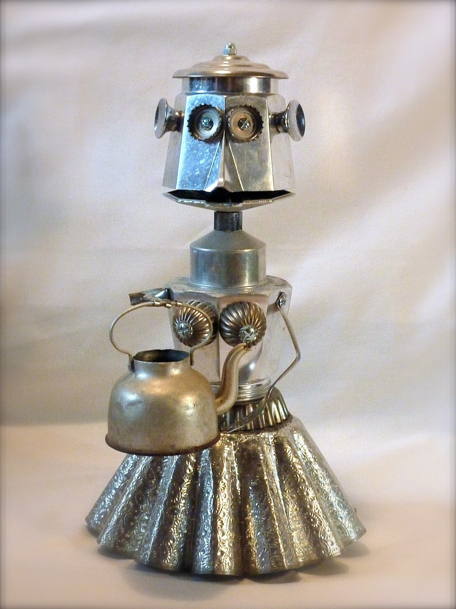 mamy g teau robot m tal recycl moule gateau cafeti re sculpture screws nuts and. Black Bedroom Furniture Sets. Home Design Ideas
