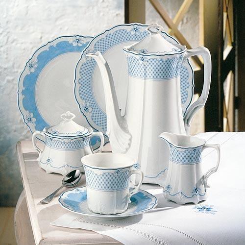 hutschenreuther baronesse estelle porzellan mit blauem dekor service caf th go ter. Black Bedroom Furniture Sets. Home Design Ideas