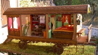 la roulotte miniature aux couleurs gitane roulottes pinterest gitane roulotte et les couleurs. Black Bedroom Furniture Sets. Home Design Ideas