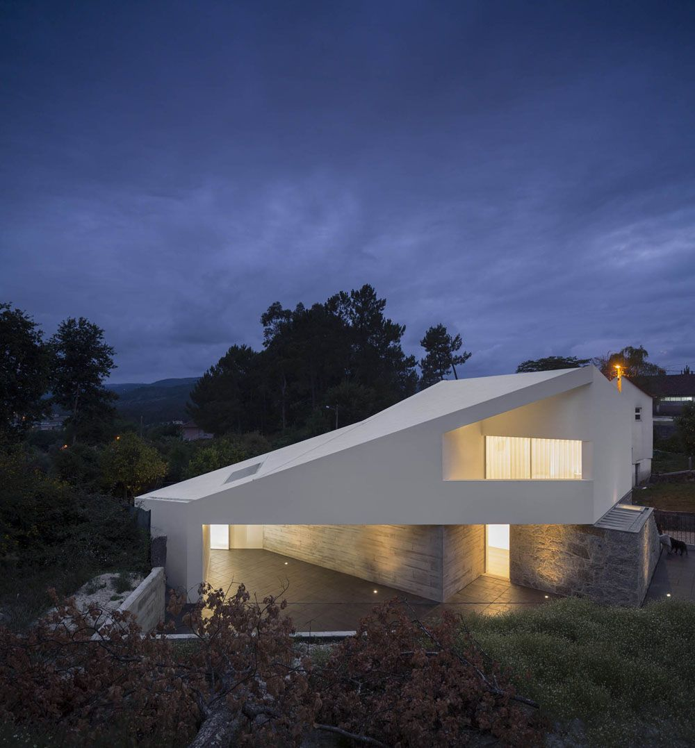 Minimalist Country House Partaking in the Landscape