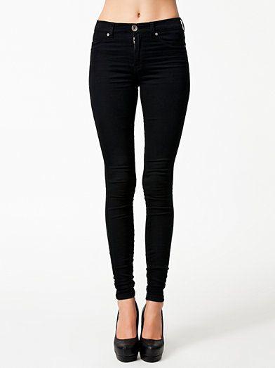 reputable site d79d6 f2b56 Svarta Dr Denim jeans. (De som är mellan höga, finns låga, mellan och jätte  höga) Säljs på Carlings. Storlek M