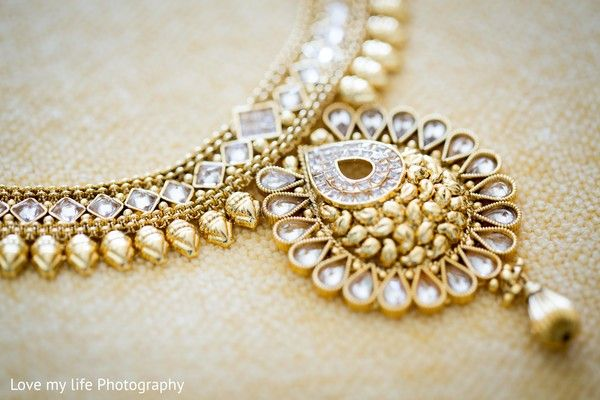 Gold bridal necklace http://www.maharaniweddings.com/gallery/photo/98364