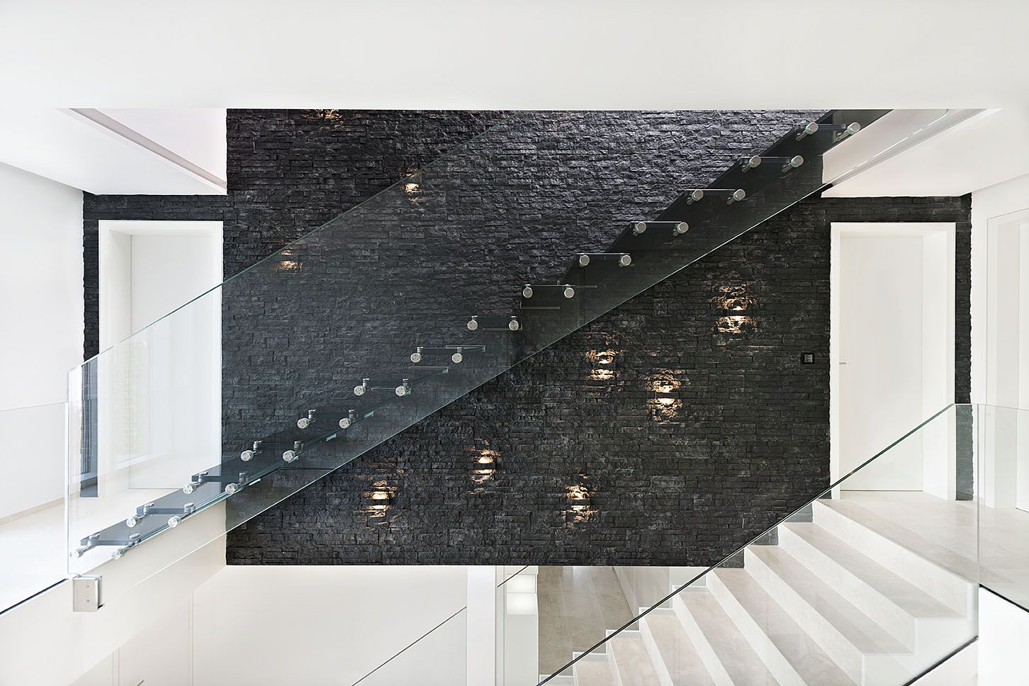 Best All Glass Stair With Black Treads Seamless Glass Stringer 400 x 300