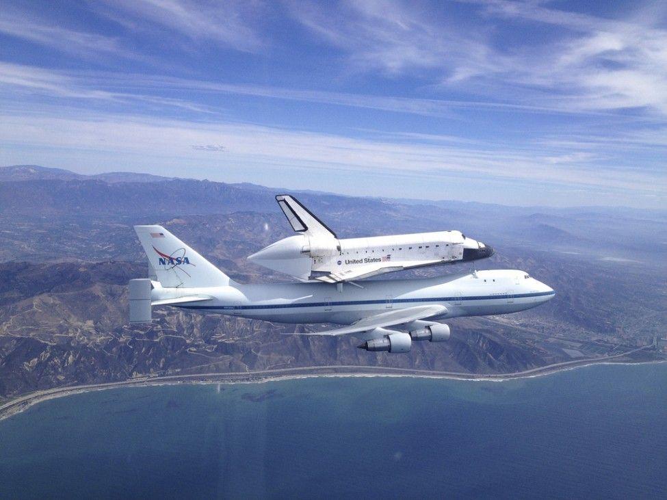 Los Angeles (ZDA) Vesoljski raketoplan Endeavour je v