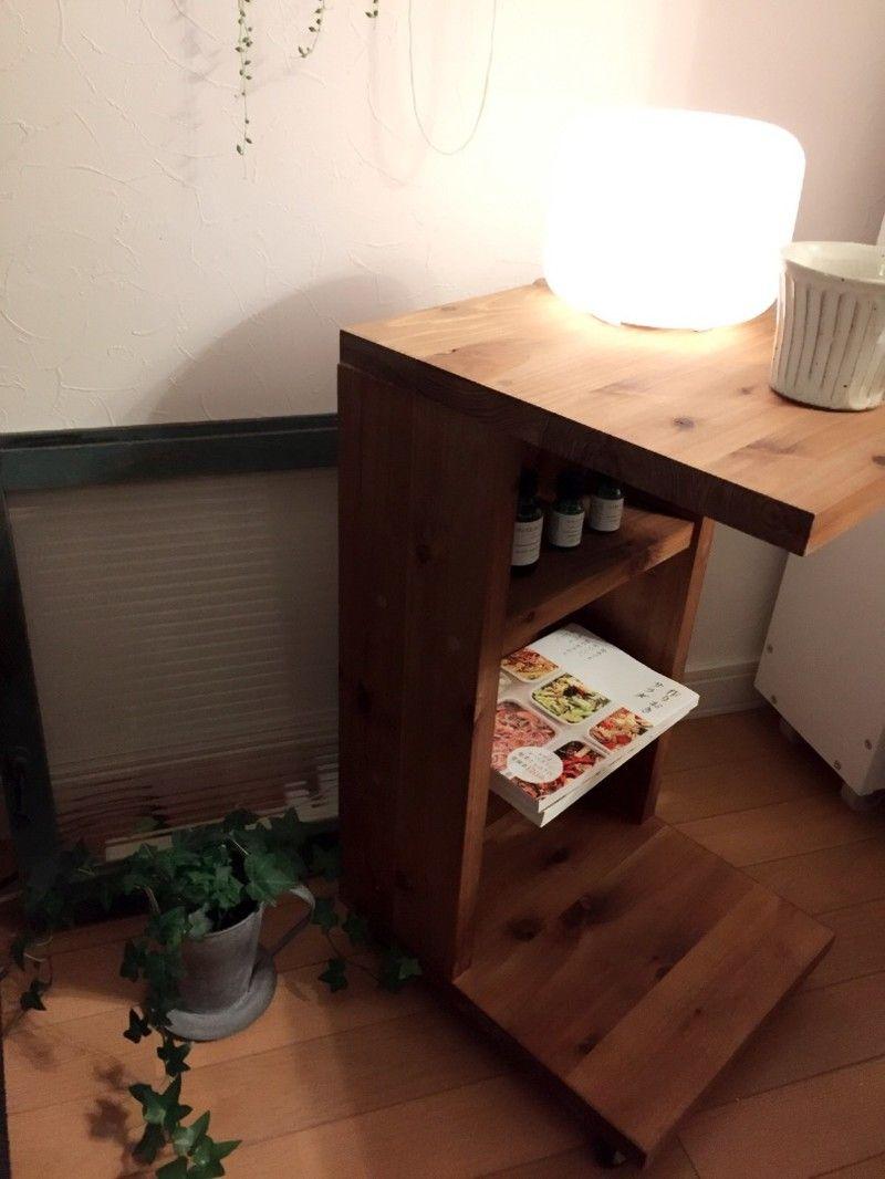 Diy ソファやベッドの横に便利なサイドテーブル ベッドサイドテーブル Diy インテリア 家具 サイドテーブル