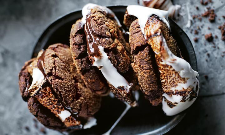 Chocolate s'more cookie sandwiches - Kidspot