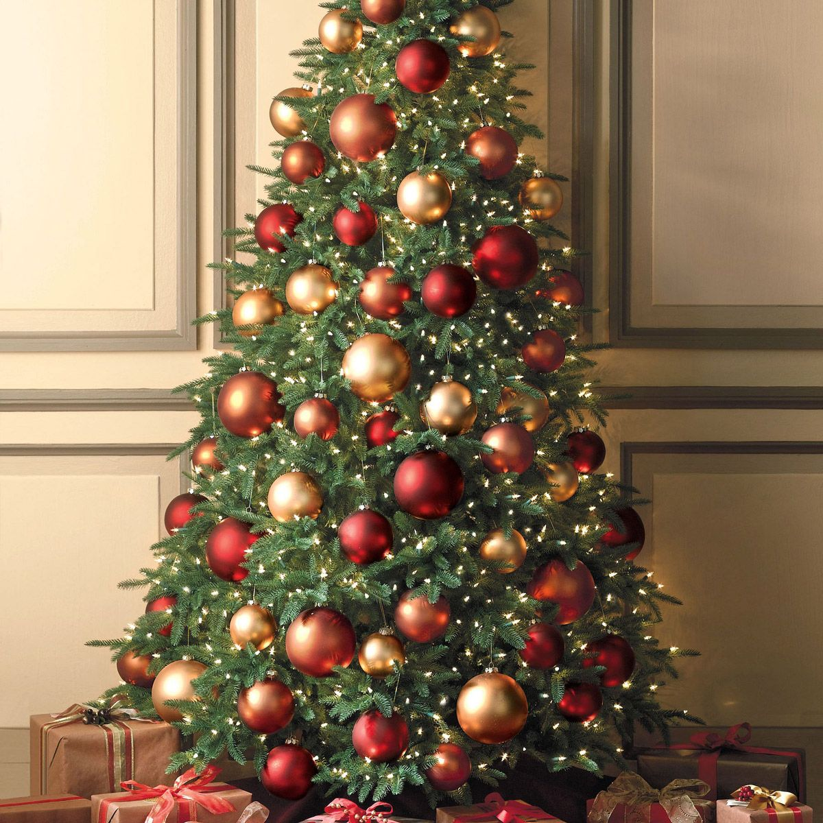 Red and gold christmas tree decorating ideas - Flat Back Christmas Tree