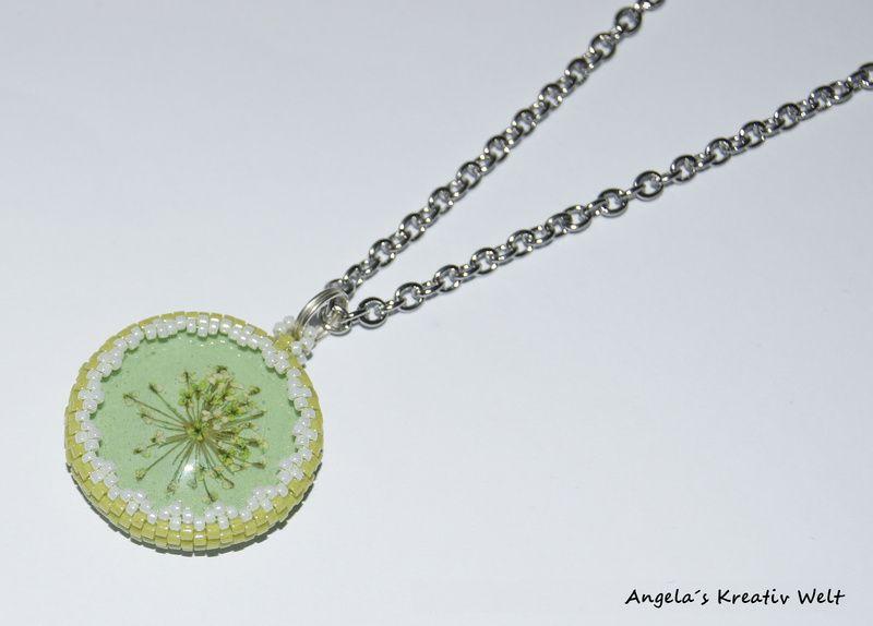 """Halskette """"Echte Dillblüte Hellgrün"""" von Angela`s Kreativ Welt auf DaWanda.com"""