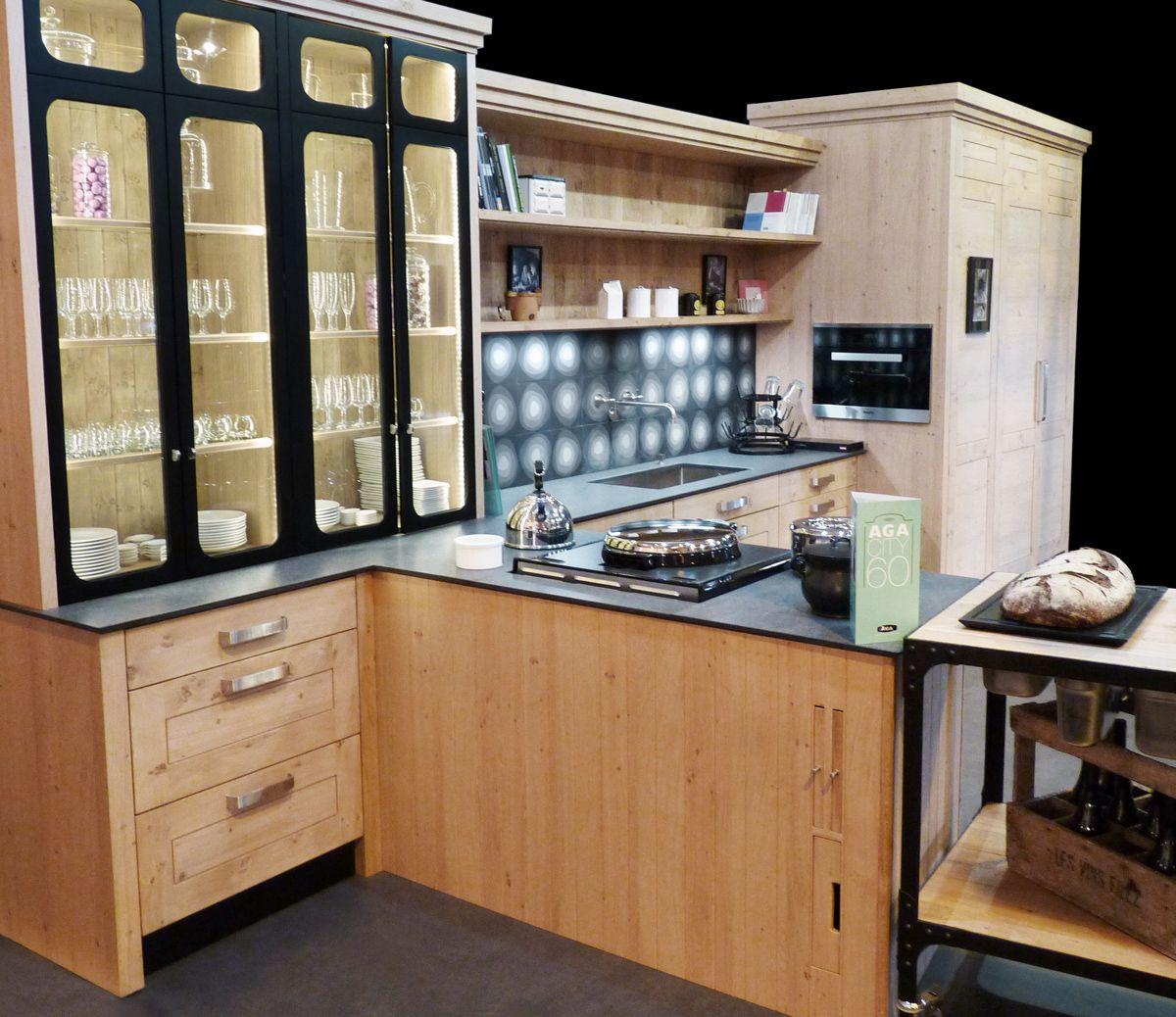 Atelier Culinaire , Cuisine Chêne Massif Clair, Vaisselier