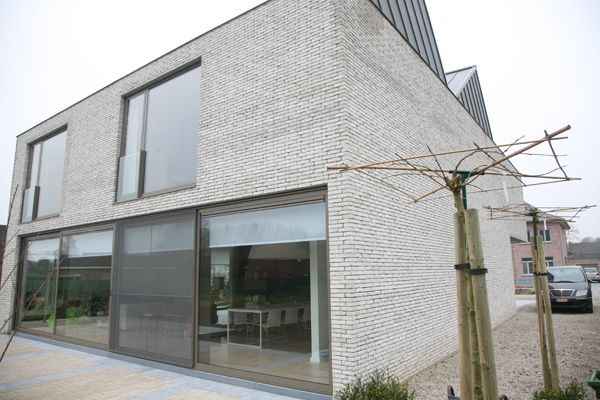 maison en briques grises segu maison. Black Bedroom Furniture Sets. Home Design Ideas