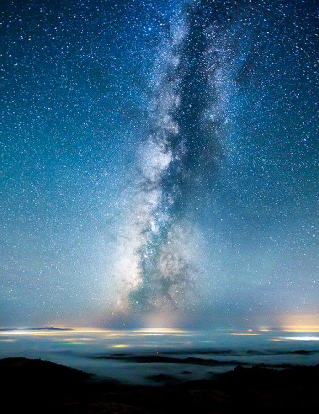 Le photographe californien Michael Shainblum a réussi à photographier les astres de manière merveilleuse.