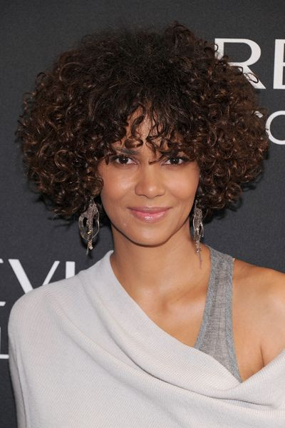 New York Ny May 22 Actress Halle Berry Attends The Revlon Colorstay Whipped Creme Make Curly Hair Styles Naturally Curly Hair Styles Curly Hair With Bangs