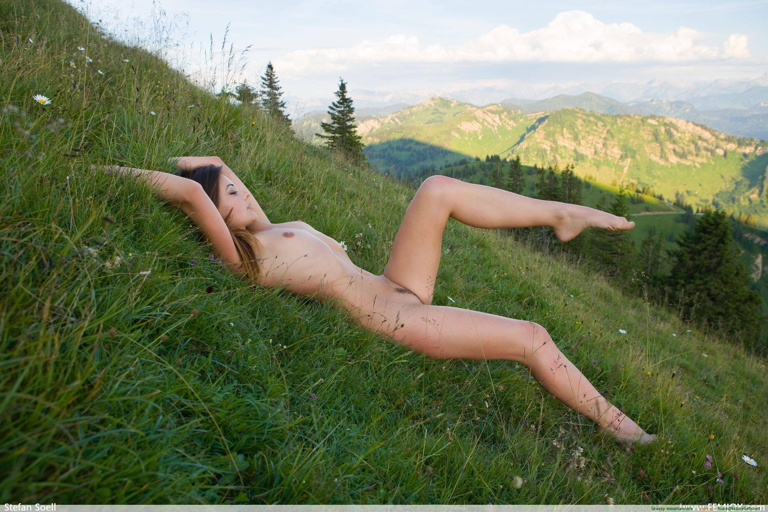 Nude Hills 111