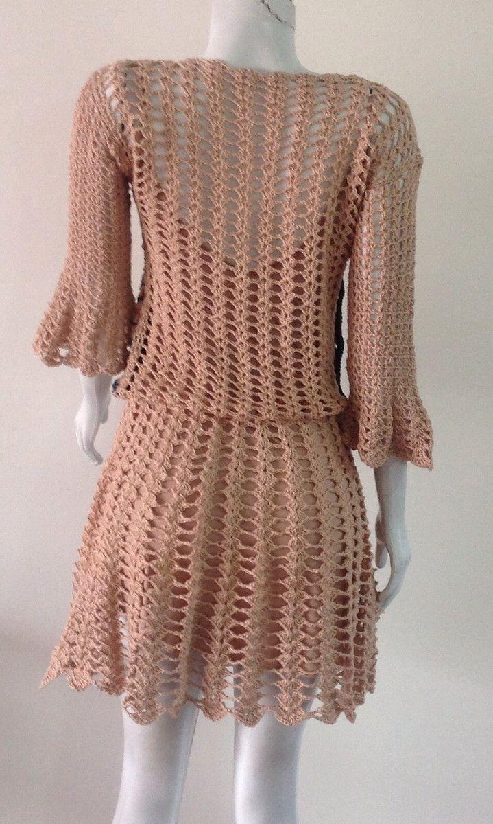 29cee84d8 Vestido curto todo em crochet, peito trabalhado em tons diferentes , meia  manga. Não