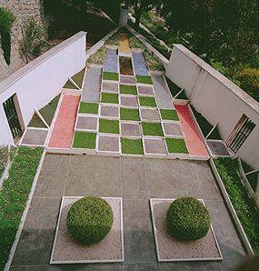 Villa Noailles - jardin cubiste. | Marie-Laure de Noailles et les ...