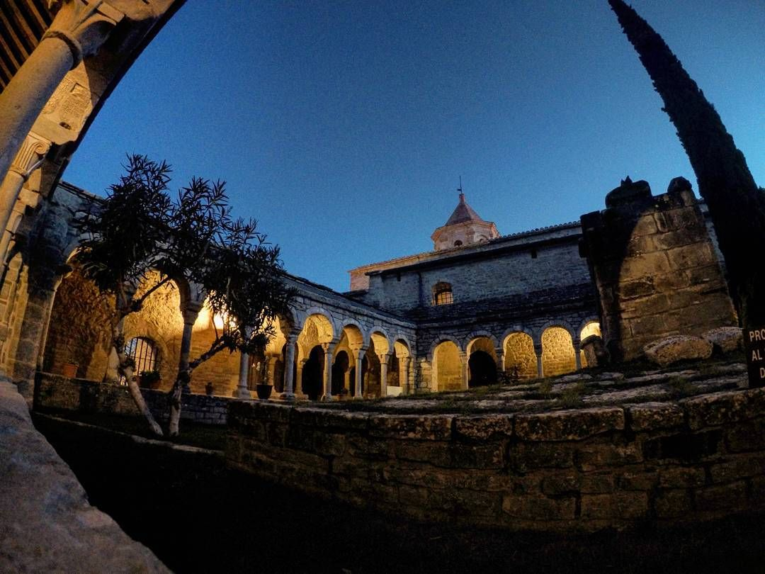 Catedral de Roda de Isabena. Una joya del Románico. #travel #wanderlust #viaje #rodadeisabena #catedral #cathedral #night #sunset #gopro #ribagorza #huesca #igersaragon