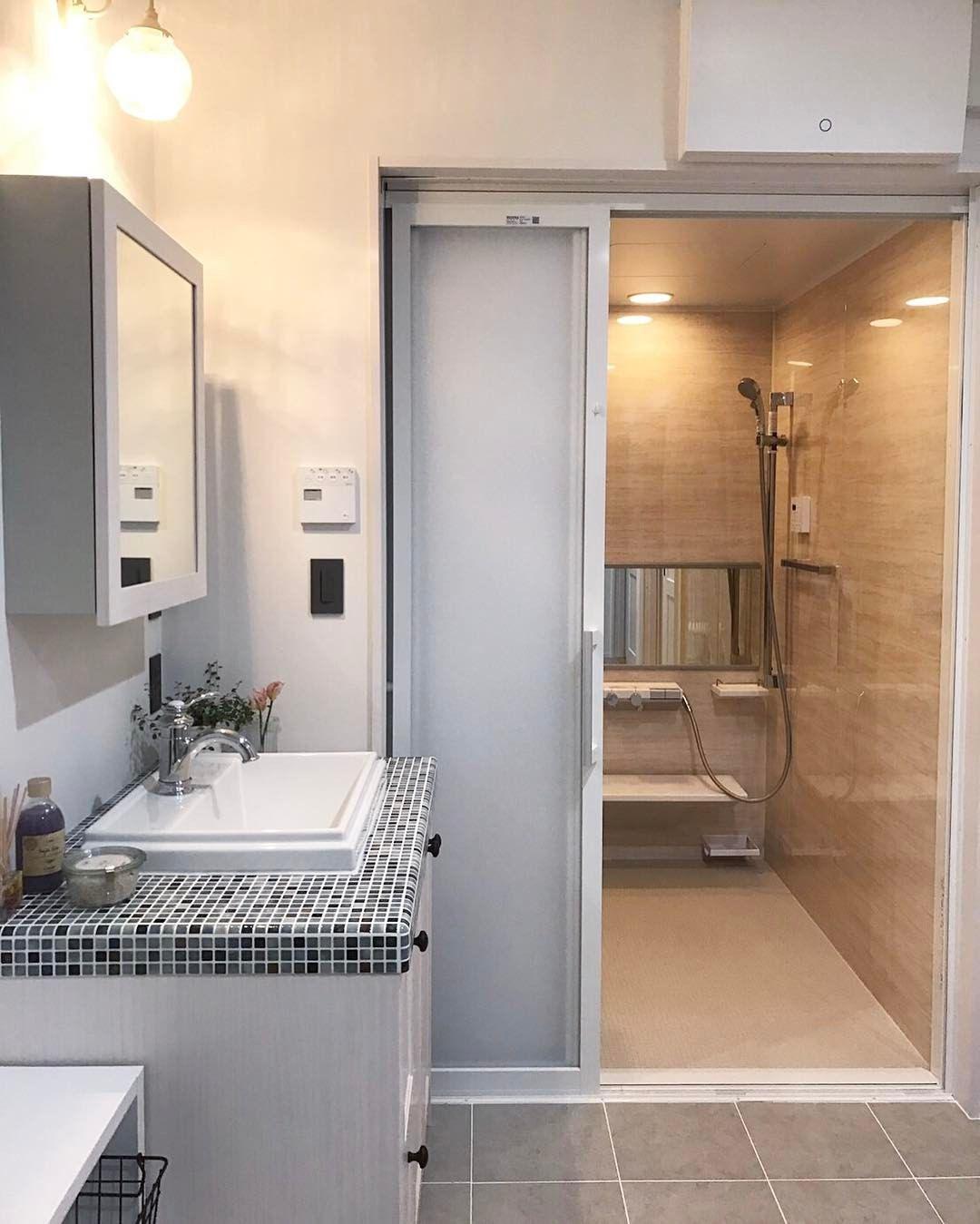Totoの浴室 Sazana 壁パネルは オーソドックスな大理石の柄の
