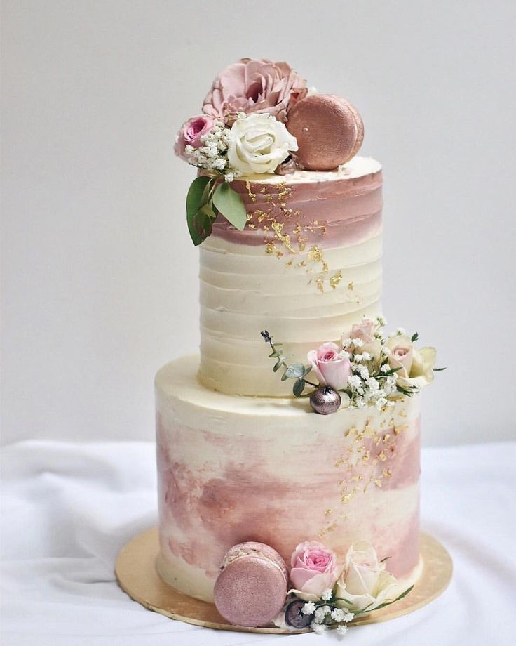 Many rose gold elements on this one I love so, even the blueberries are dressed ... - Hochzeitskleid -   14 wedding Rose Gold cake ideas