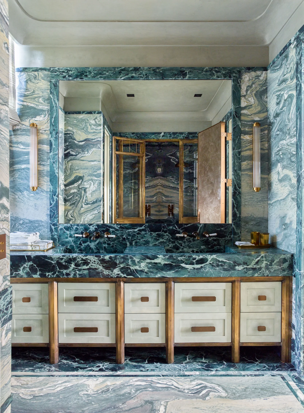 10 Reasons Marble Is More Versatile Than You Think In 2020 Architectural Digest Gambrel Apartment Inspiration