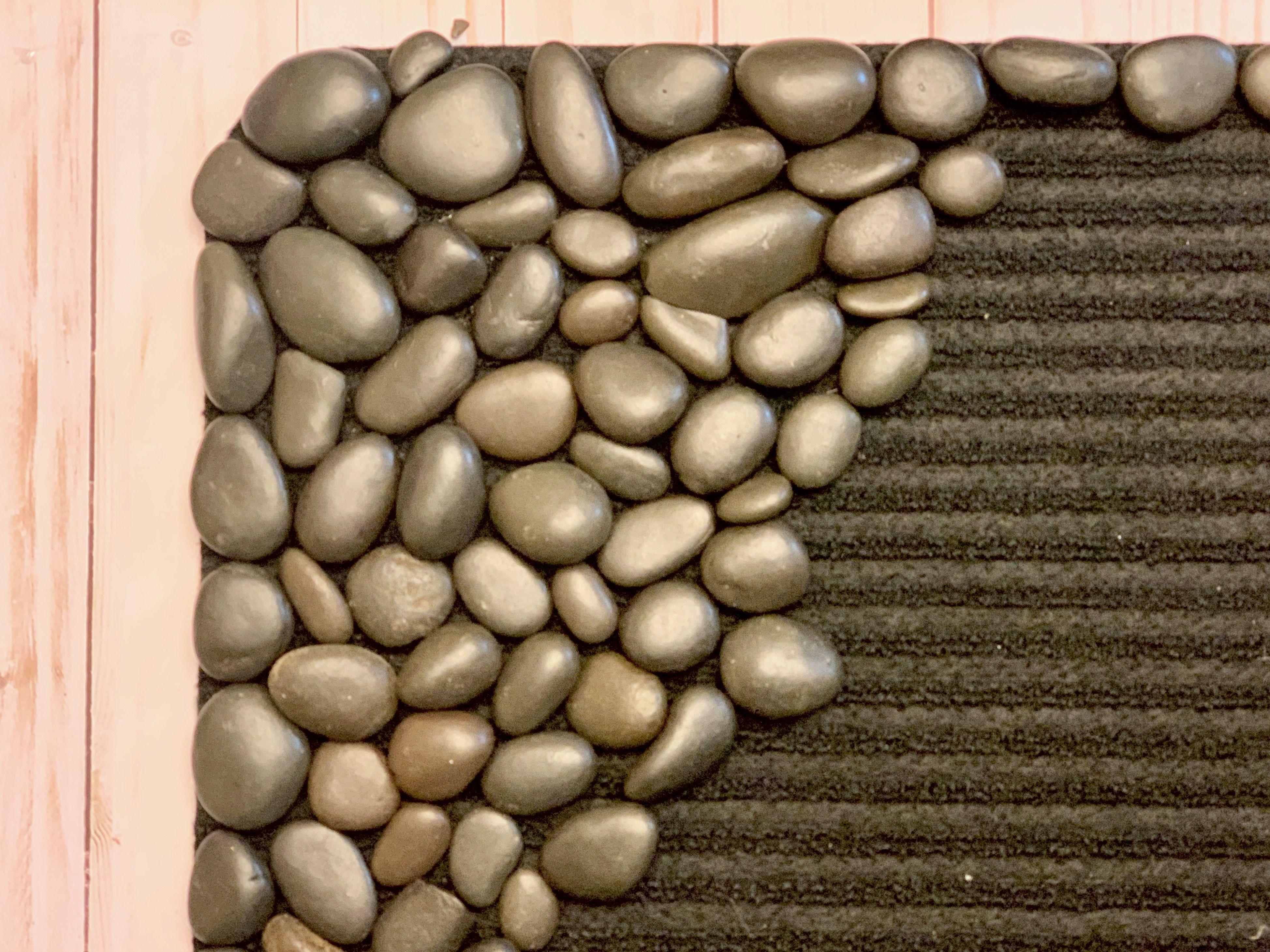 Diy River Rock Welcome Doormat Ehow Com In 2020 Diy River Rock Rock Crafts Diy Door Mat Diy