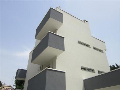 Bologna cubismo bicromatico per le palazzine di nuova for Palazzine moderne