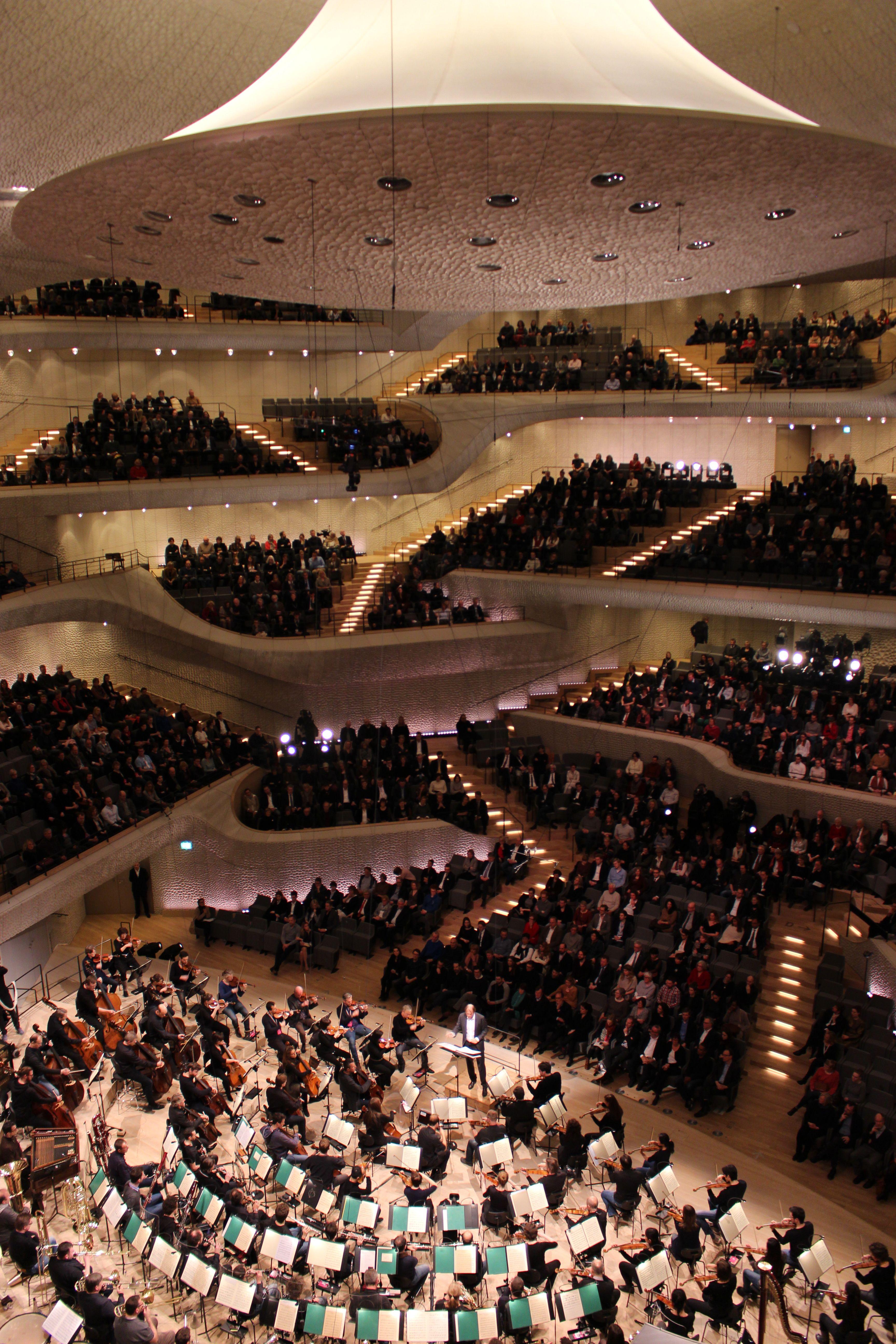 Ein Live Konzert In Der Elbphilharmonie Ist Ein Muss Fur Jeden Hamburg Besucher Elphi Hafencity Hamburg Arquitectura