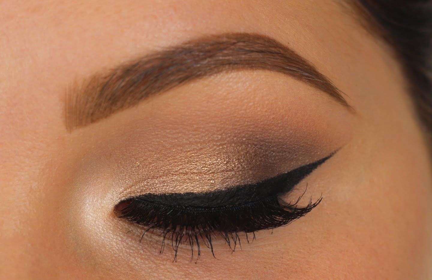 Soft Eyeshadow w/ Bold Wing | Holiday Makeup: Used the Two Faced ...
