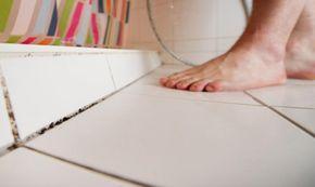 schimmel im bad entfernen so s ubern sie kacheln und silikonfugen von schimmelsporen hausputz. Black Bedroom Furniture Sets. Home Design Ideas