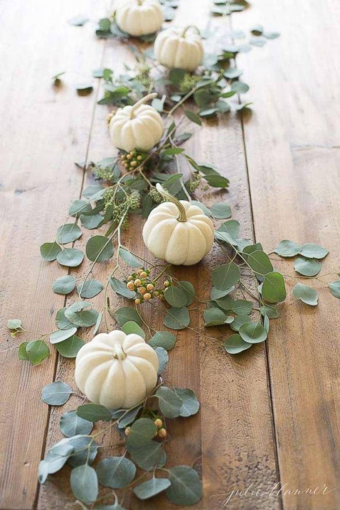 FOTO: Använd minipumpor och fräsch grön för att skapa ett enkelt och elegant bord