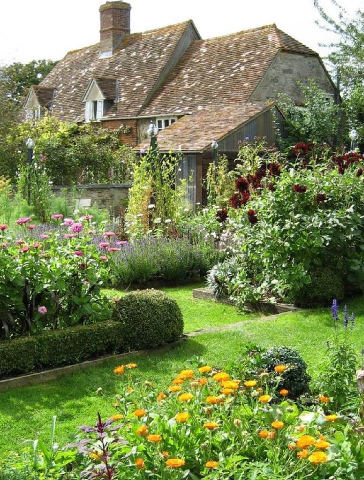 Designer Anouska Hempel S Historic Manor In The English Countryside Beautiful Gardens Urban Garden Garden Design